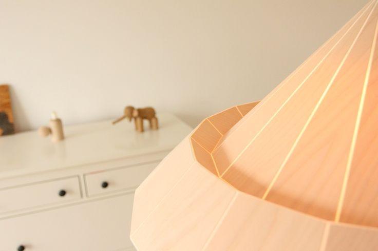 Studio Snowpuppe Lamp : Woodpecker gevouwen origami lamp berken fineer papieren origami